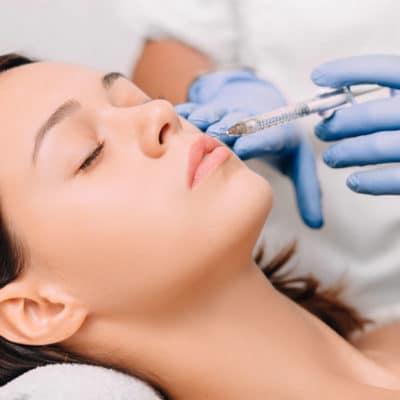 L'injection D'acide Hyaluronique Aux Lèvres Pour Repulper Les Lèvres