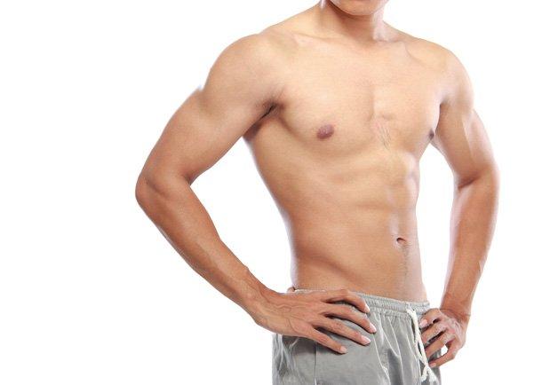 Photo d'une poitrine d'homme sans hypertrophie des seins