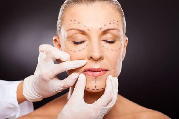 Retrouver un visage harmonieux grâce à la médecine et la chirurgie esthétique